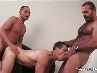 Super horny gay dudes have sex for cash